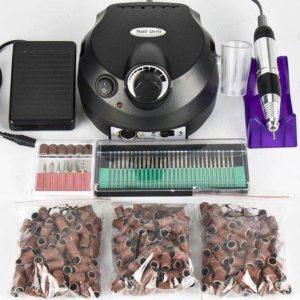 Electrische nagelfrees met bitjes en schuurrolletjes