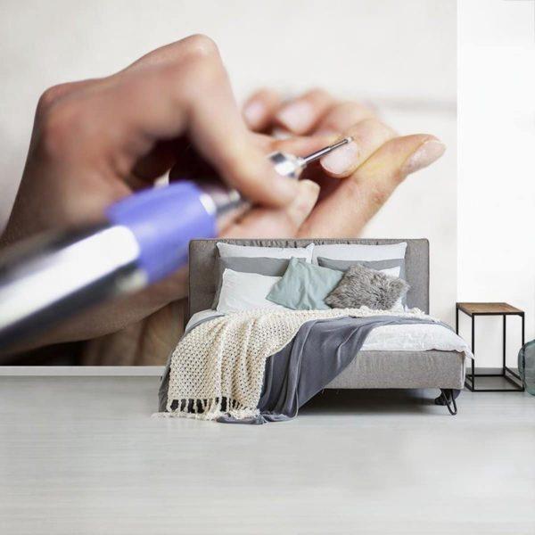 Fotobehang Nail Art - Elektrische nagelvijl breedte 325 cm x hoogte 260 cm - Foto print op vinyl behang (in 7 formaten beschikbaar) - slaapkamer/woonkamer/kantoor