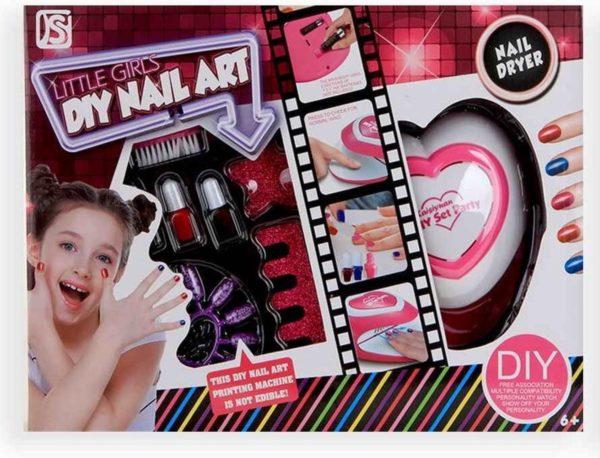 Nail art met nageldroger en accessoires DIY